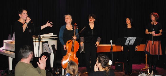 Dunja Koppenhöfer (Moderation) Daniela Wartenberg (Violoncello) Miriam Altmann (Cembalo) Alexandra Kraus (Blockflöte) Britta Roscher (Querflöte)Nach der Eröffnung mit  dem barocken Telemann ging es direkt weiter mit heiterer Moderation und quer durch viele Musikstile – sehr inspirierend!